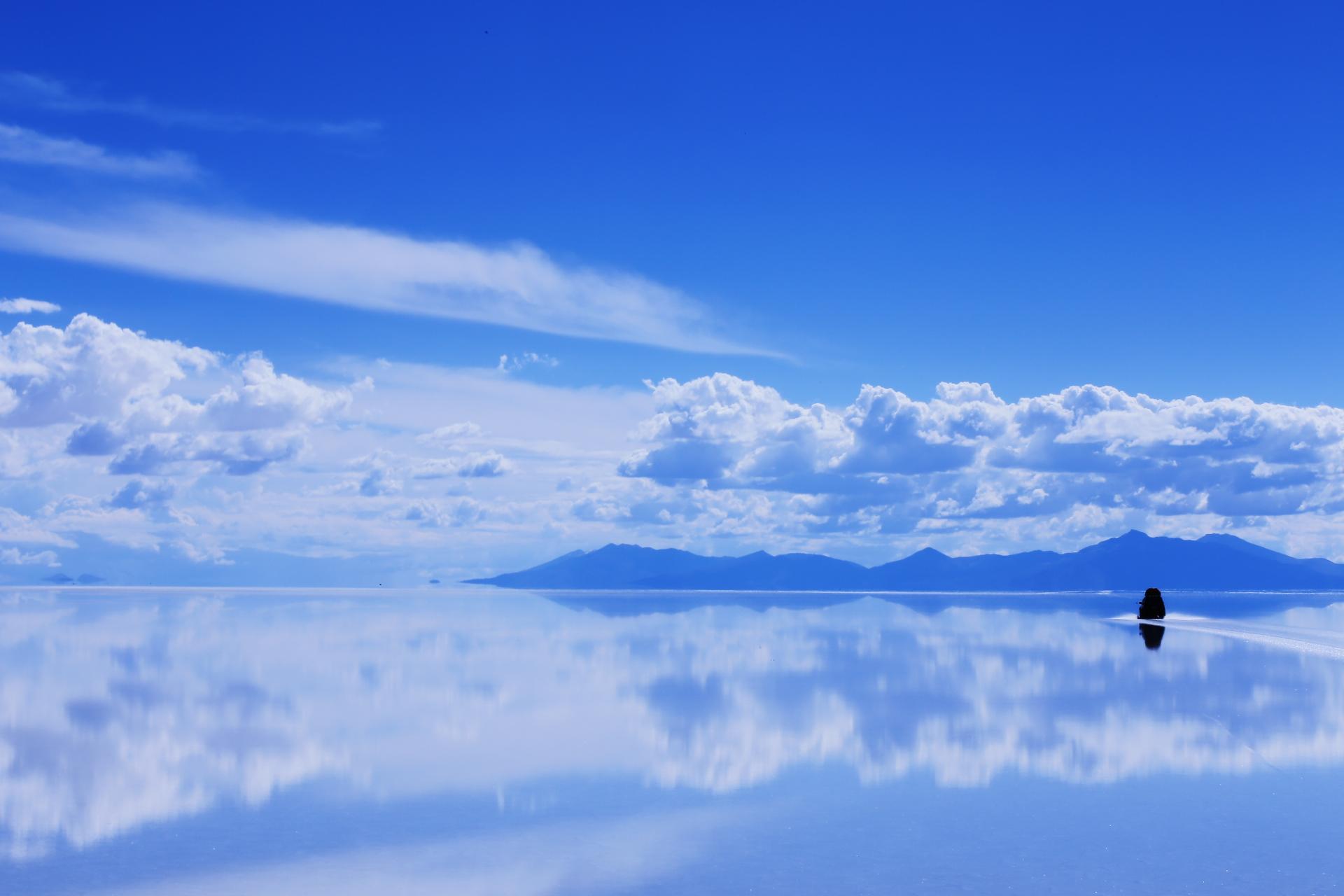 どこまでも続くウユニ塩湖遺跡の壁紙