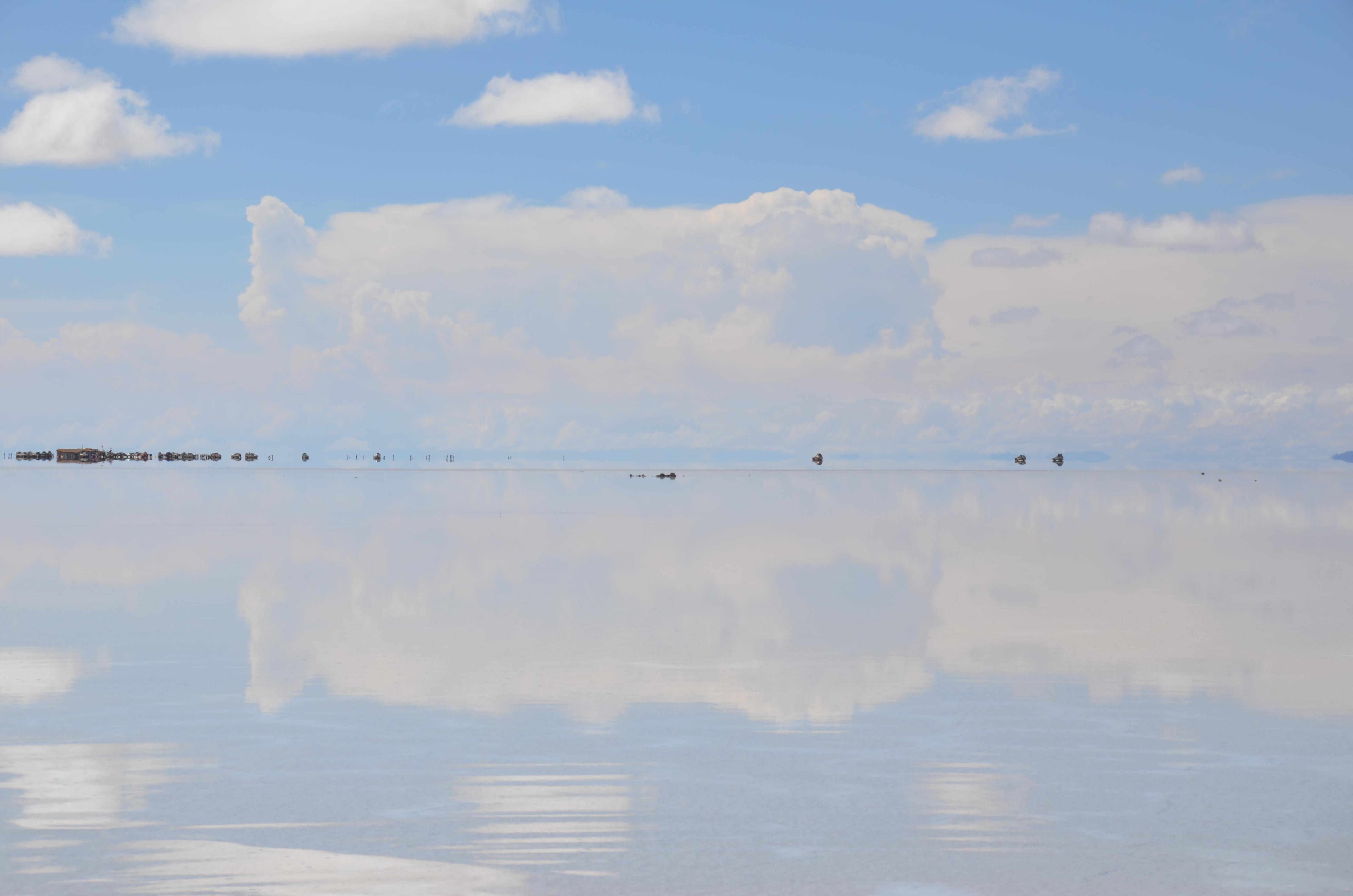 一面真っ白のウユニ塩湖遺跡の壁紙