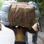 インド人が頭で荷物を運ぶ写真まとめ