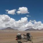 チリのアタカマ砂漠で遭難したら地図にない幻の湖が現れた