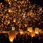 -タイのランタン祭り-夜空に数万のランタンが舞う絶景