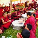 気がつけば、100人のお坊さんと肉まんを作って食べることになっていた @チベット