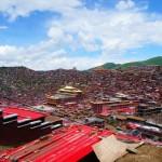 -ラルン・ガル・ゴンパ-3万もの赤い屋根が谷を埋め尽くす絶景