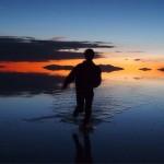 [ウユニ塩湖の写真]2つの表情をもつ夕陽の鏡ばり