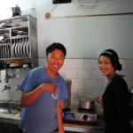 チベット難民に味噌汁を食べてもらった