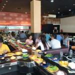 【寄稿】ラオスの日本食ビュッフェでは意外なモノが回っていた