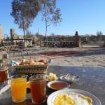 行列のできるひよこ豆のスープ、アボカド牛乳など。モロッコの朝ごはんまとめ