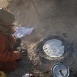 砂漠の民に「砂のパン」を焼いてもらう【みんなのあさごはん!】