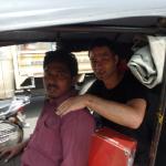 元理学療法士がインドで「三輪タクシー」の運ちゃんをほぐしてみた