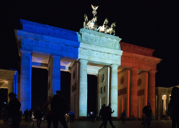 Brandenburg_Gate_in_French_flag_colours_after_Paris_attack_(23028317551)