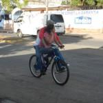治安が悪いだって?ニカラグア人が二人乗りをするとこうなる