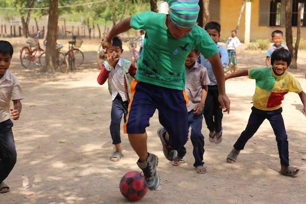 子供たちとサッカー