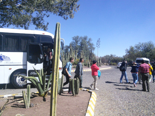 テオティワカン遺跡前のバス停