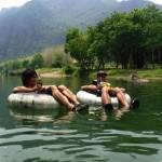究極にリラックスしたい人へ。5時間川に浮かぶだけの遊び「チュービング」inバンビエンがすごい