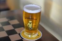 マイクロブルワリーのピルスナービール (1)