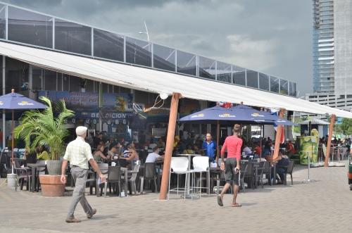 パナマの観光スポット魚市場のレストラン