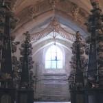 1万人分の骸骨の装飾に驚愕…チェコのセドレツ納骨堂に行ってきた