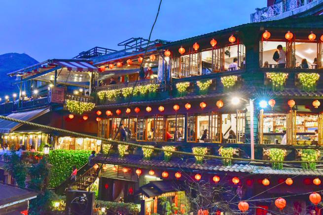 台湾の観光名所「九份」は、その独特な景観から『千と千尋の神隠し』の舞台と噂\u2026。「湯婆婆の屋敷」まである九份の千と千尋の神隠しっぷりをこの目で確かめるべく行っ