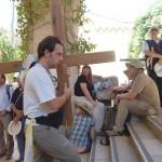 キリストが十字架を背負って歩いた道「ヴィア・ドロローサ」を練り歩いてきた