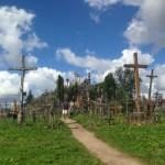 十字架10万本がそびえ立つリトアニアの十字架の丘で十字架を捧げてきた