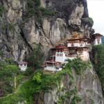 ガイド強制ブータン観光のハイライト!崖の上のタクツァン僧院までトレッキング