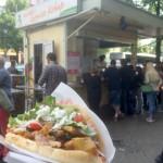 ベルリンで最も人気のファストフードはケバブ。中でも人気最強のケバブ屋「ムスタファケバブ」がこれだ!