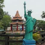 凡人ならきっと引く。シンガポールの無料テーマパーク「ハウパーヴィラ」が自由