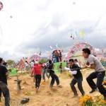 グアテマラの凧揚げがハンパない。墓場を蹴散らし駆け巡る「凧揚げ祭り」に参加してきた