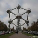 ○○を1650億倍に拡大した建物がこれ。ベルギーの「アトミウム」に潜入してきた