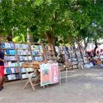 キューバの古本市では歴史が売られる(ハバナ・アルマス広場)