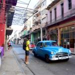 キューバ名物・クラシックカータクシーの独特な乗り方をマスターしてきた