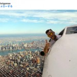 賛否両論…。飛行機から身を乗り出す自撮りのインスタグラマーが話題